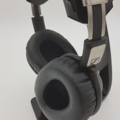 Ausgeschaltet wird der PXC 550 durch Drehung des rechten Hörers.